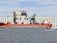 Loading grain at Richardson ; Thunder Bay, Ontario, Canada